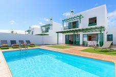 Villa en Playa Blanca - Villa Nohara 12a, piscina privada, sol y wifi