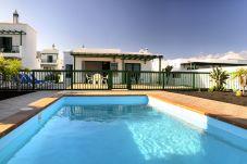 Villa en Playa Blanca - Villa Nohara Superior - piscina privada, sol y wifi