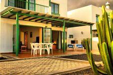 Villa en Playa Blanca - Villa Nohara 14, piscina privada, sol y wifi