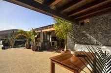 Casa en Masdache - Casa Perdomo, Lujo entre Viñedos y Cultura