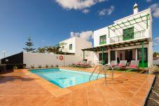 Villa en Playa Blanca - Villa Nohara 20 Deluxe, Piscina Privada, Sol y Wifi