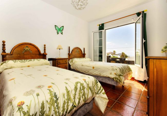 Villa in Nazaret - Villa Los Loros, relax, beach, good food and fun days