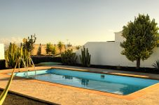 Villa in Playa Blanca - Villa Nohara Superior, private pool, sun & wifi