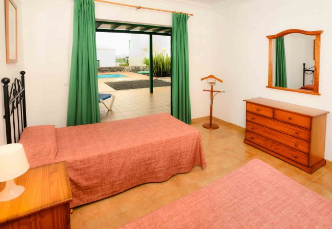 Villa in Playa Blanca - Villa Nohara 4, pool, sun & wifi