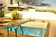 Villa in Playa Blanca - Villa Nohara 4, private pool, sun & wifi
