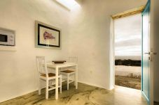 Apartment in Punta Mujeres - La Casa de las Salinas, Sama - Costal home meters from the sea