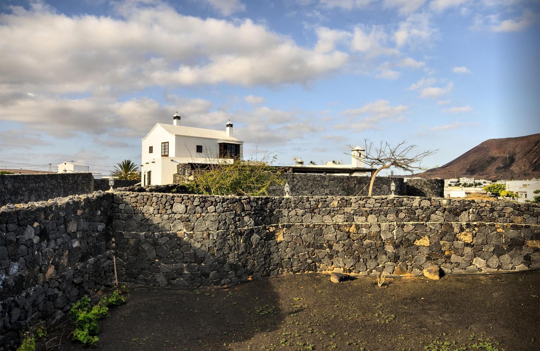 Houses in tahiche la casa del volc n family home retreat - La casa del volcan ...