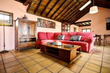 House in Tahiche - La Casa del Volcán, large house for family escapes with pool