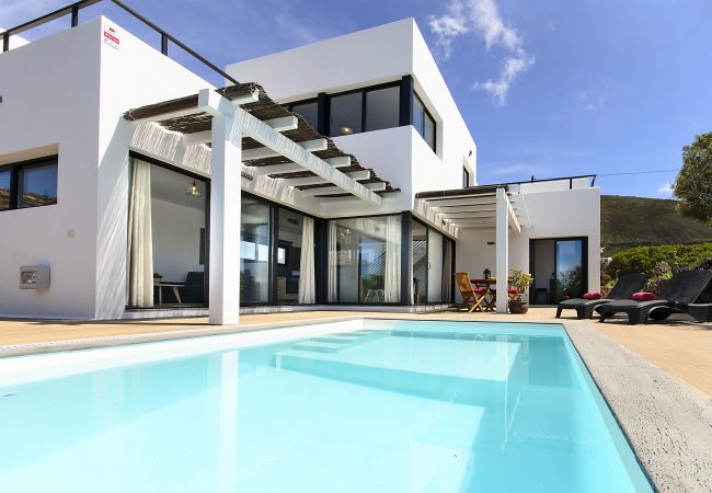 in Conil - Casa Sur, Spectacular Views of the Sea and Volcanoes - Heated Pool