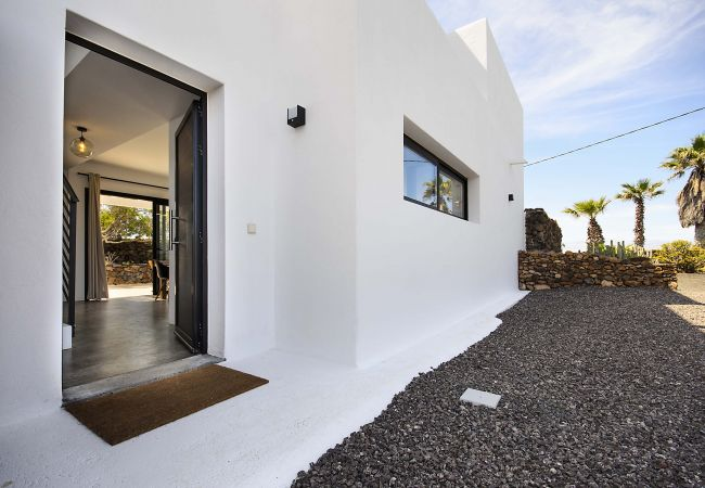 House in Conil - Casa Sur, Spectacular Views of the Sea and Volcanoes - Heated Pool