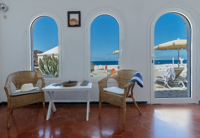 Apartment in El Golfo - Eufemia, wonderful spacious terrace with Fabulous Views El Golfo