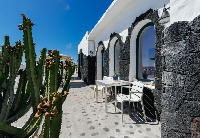 Apartment in El Golfo - Lorenzo, outstanding sunsets viewed from the Terrace (El Golfo)