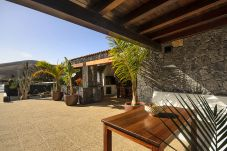 House in Masdache - Casa Perdomo, Luxury within Vines and Culture