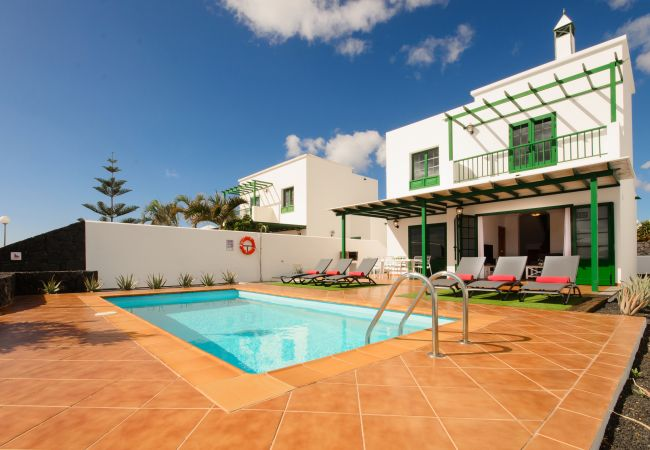 Villa/Dettached house in Playa Blanca - Villa Nohara 20 Deluxe, Private Pool, Sun & Wifi