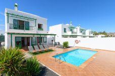 Villa in Playa Blanca - Villa Nohara 4, Pool WiFi Sun Playa Blanca