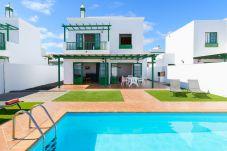 Villa in Playa Blanca - Villa Nohara 12B Pool WiFi Sun Playa Blanca